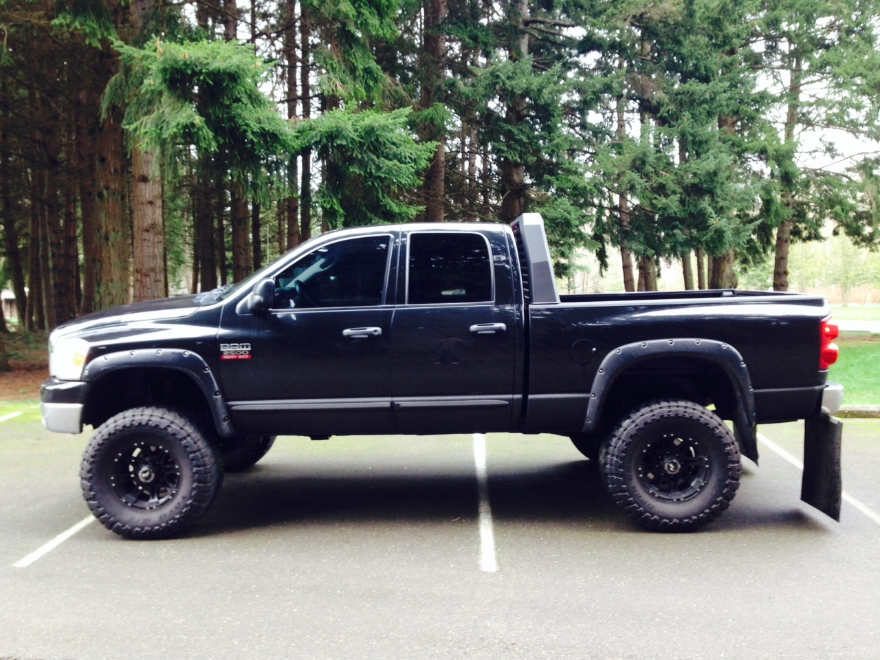 New custom designed Dodge headache rack by Santiam Truck